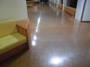深夜の病院の待合室